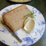 salon de thé Un Gâteau - シフォン・シュクレ(苺)400円