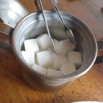 51130895 - 松江春次にちなみ角砂糖が置かれています。