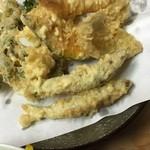 いもや - 牡蠣のシーズンも終わりましたね。ということで今日は天婦羅定食に稚あゆ(琵琶湖産)を追加です。