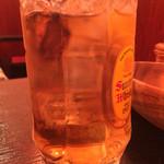肘鉄 - 話梅サワー(中国の梅干しと紹興酒と炭酸水)