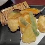 旬味美酒 松江駅前四季庵 - カマンベールチーズと旬菜の天ぷら ¥800