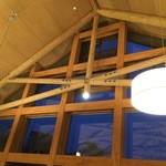 清泉寮新館レストラン - 広くて天井高いです