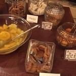 清泉寮新館レストラン - どれも美味しい焼き菓子