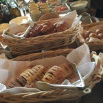 清泉寮新館レストラン - 焼きたてのパンも