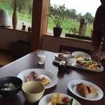 清泉寮新館レストラン - 朝食のテーブル