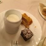 清泉寮新館レストラン - ジャージー牛乳のプリンと       ケーキ