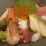 お魚どうらく - 海鮮丼