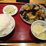 中華定食 笑飯店 - 鶏肉木耳卵炒め