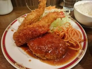 キッチン大正軒 - 組み合わせ定食(煮込みハンバーグ+エビフライ)