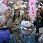 ジェラ沖縄 - 海外のお客様も増えました。(ベトナムからのお客様です)