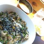 スハネフ14-1 - わさびバター醤油豚DON(小盛り)。サラダと味噌汁付きで800円。(小盛りは-100円)