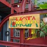 MOJA - ワインレッド色の階段が目印です★