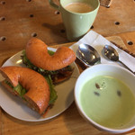 51143021 - サンドイッチ、スープとドリンクのセット880円
