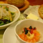 食房エスト - セレクトランチ (¥1,600) 小さな前菜、ミニサラダ、パン、野菜のクリームスープ