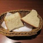 51143619 - 甘みを感じるパン