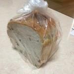 からりパン工房 - からりブレッド/1斤(550円)※写真はカットして分けた物