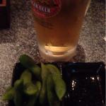 カドBAR standing - 生ビール(500円)と枝豆