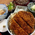 福寿美手打生そば処 - 半カツ丼・半もりそばセット(1000円)。