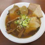 中華そば ひらこ屋 - 自家製麺 中華そば(自家製熟成煮玉子トッピング、950円)