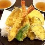 よりみち(縁道) - 天ぷら盛り合わせ(海老2匹、鱚、野菜5種類)