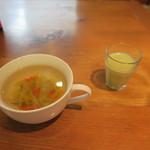 51180749 - 野菜の多いスープとアボガドのフレッシュジュース