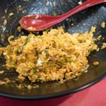 まる勝 - これまた美味しい極上のキムチライスに。美味い!
