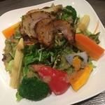 a-me - グアンチャーレのサラダ仕立て。旨味の凝縮された豚カシラ肉の熟成肉をサラダ風に仕上げた逸品。非常に美味です!