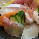 日本茶甘味処あずき - お刺身も新鮮です!。