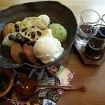 日本茶甘味処あずき - セットの枝豆白玉クリームあんみつです。