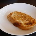 蕎麦DAYS - かつカレーぶっかけについてきたカレー拭い用パン