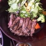 仕事馬 - 牛肉が美味しくなりました。実は豚肉のグリルも美味しいです。