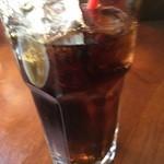 仕事馬 - ドリンク付きで嬉しいです。コーヒー飲んできたばかりなのでコーラにしました。