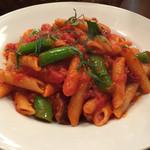 イタリア食堂Makino - タコとスナップエンドウのペンネアラビアータ