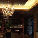 ベーカリー・カフェ・クラウン - 2階のイートインです。奥が喫煙室です。