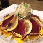 51205128 - 枕崎漁港直送 ぶえん鰹のたたき★                       ぶ厚くて美味しい!