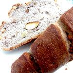 5121171 - 4種のナッツ入りパン