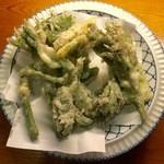 串ぼうず - たらの芽とウドの天ぷら、780円です。