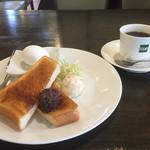 ケント - 料理写真:ブレンドコーヒー390円と小倉トーストセット