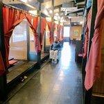 焼肉館勝 - 店内はバリアフリーになっています。