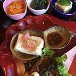 有機茶屋 あじゃり - 玄米御膳の選べる小鉢3つ