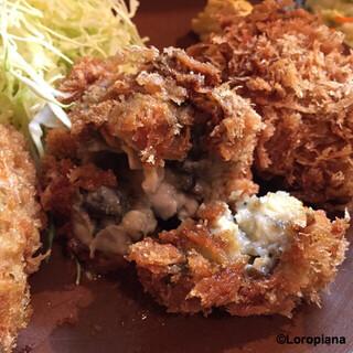 三友 - 中には小粒の牡蠣が7~8個