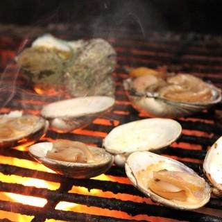 炭火焼きした各種焼き貝
