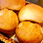 自家製パン[2種]
