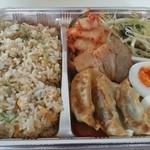 ヤマト - チャーハン弁当 ¥800 ゆで卵はサービスしてくれました!