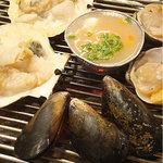 韓国料理 貝料理専門店  海家  - 貝焼き中。