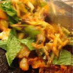 韓国料理 貝料理専門店  海家  - 焼飯の具。