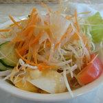 洋風めし屋 ラパンアジル - ランチのサラダ