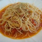 洋風めし屋 ラパンアジル - トマト味のガーリックパスタ