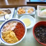 きくよ食堂 - 三色丼定食