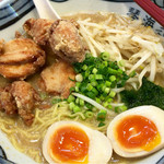 長崎らーめん 琴海 - 鶏唐揚げ5個のっけの親子ラーメンです。
